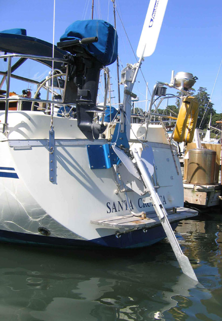 Rear view of SAILOMAT off-center SAILOMAT 700 installation,.